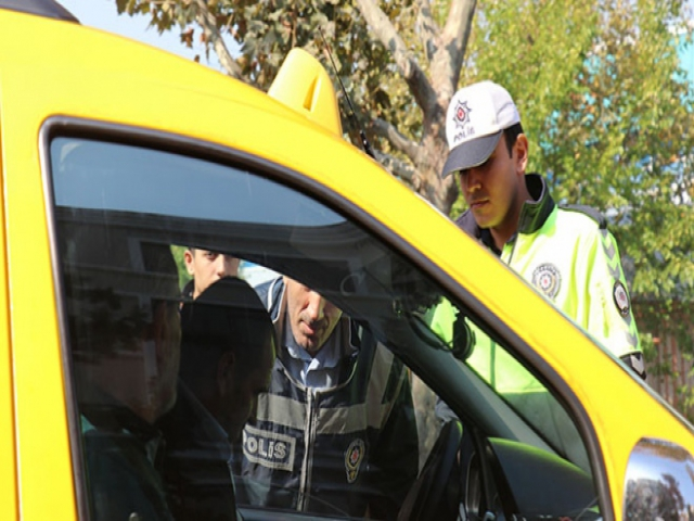 Araçta sigara kullanan sürücü ve yolculara ceza