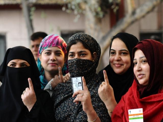 Hindistan halkı Delhi seçimi için sandığa gitti